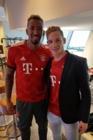 Mit Jérôme Boateng in der Telekom Lounge der Allianz Arena!